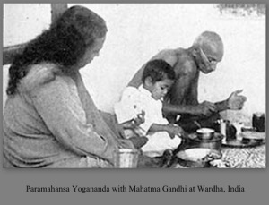 Paramahansa-Yogananda-with-Gandhi